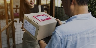 woman receiving delivery order