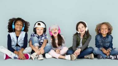 children listening music in headphones