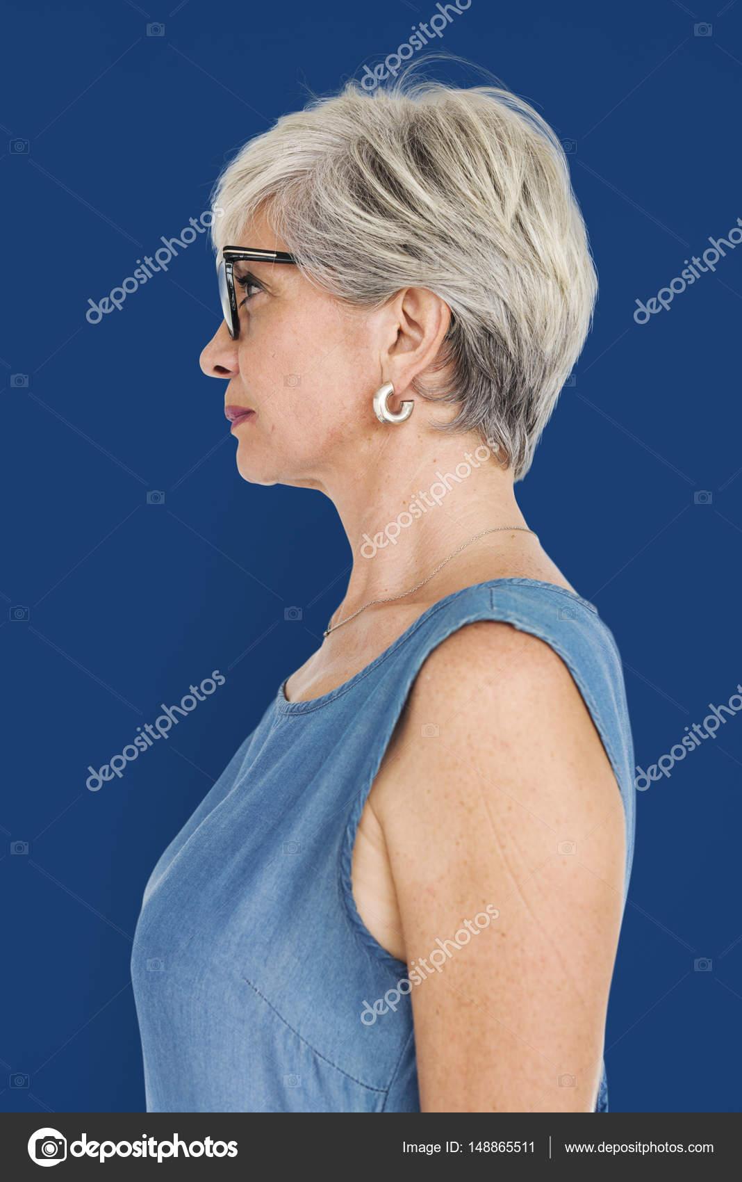 bilder på äldre vackra kvinnor