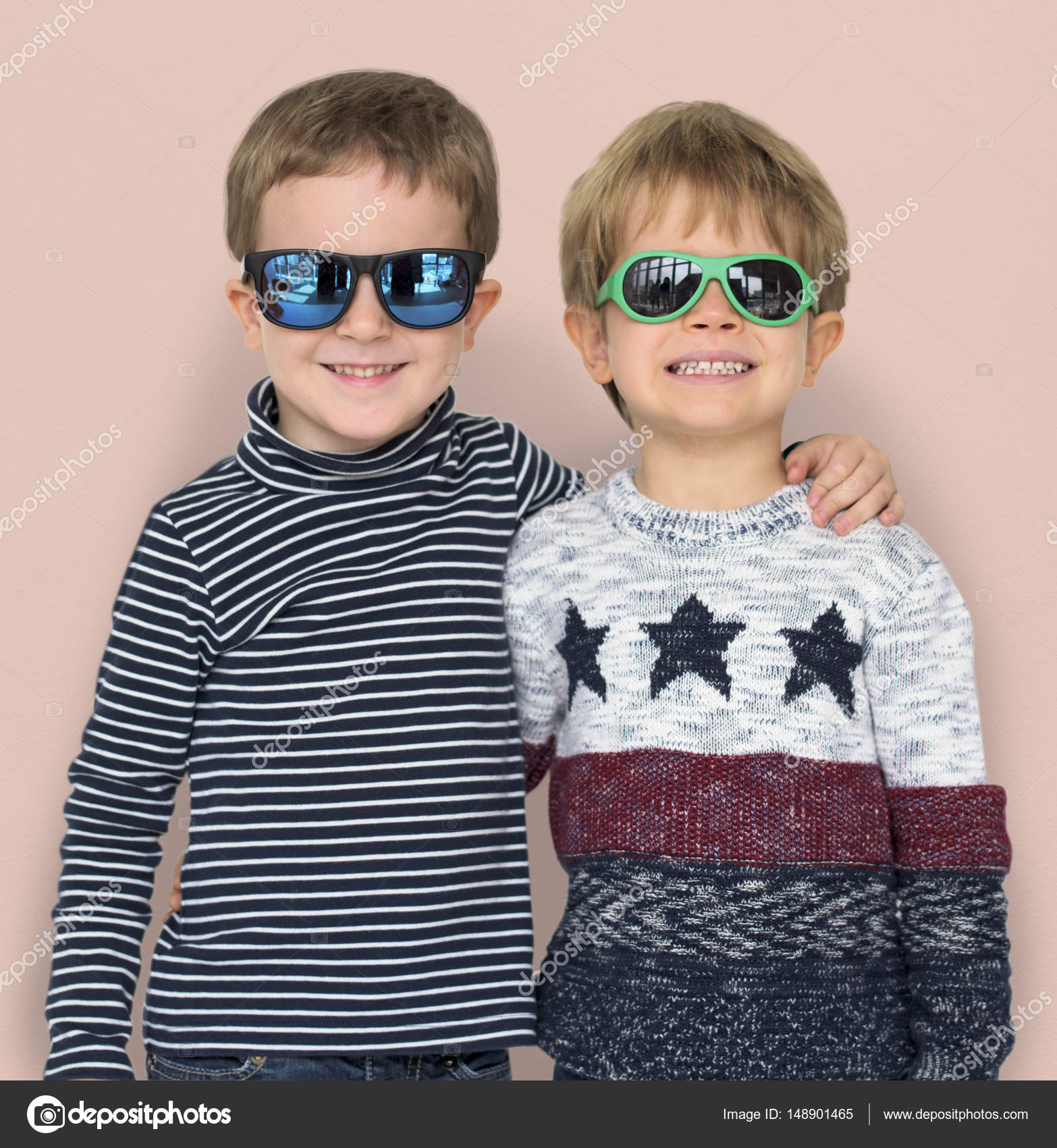 1727a4f455 stylish little boys wearing sunglasses — Stock Photo © Rawpixel ...