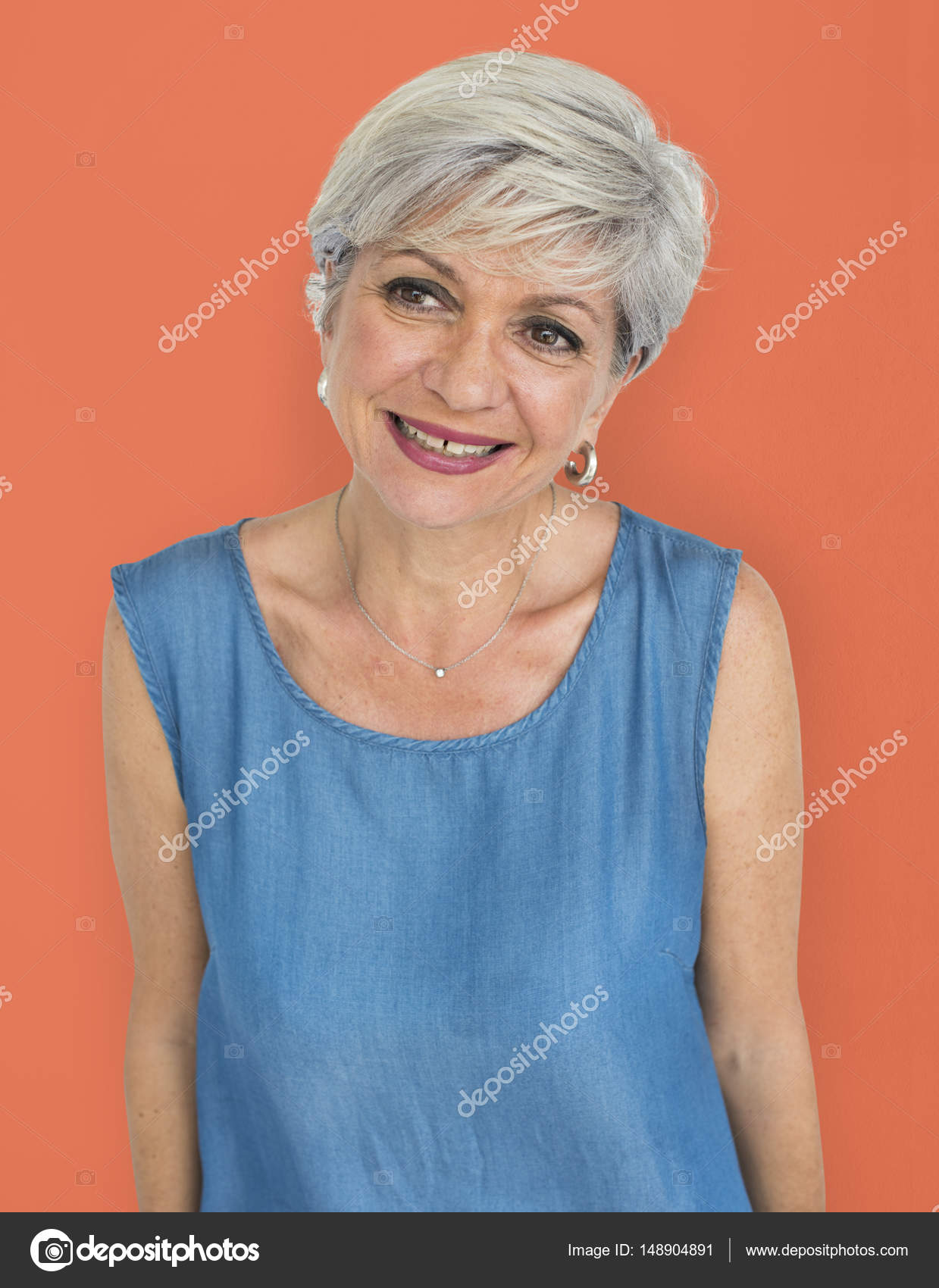 belles femmes aux cheveux gris