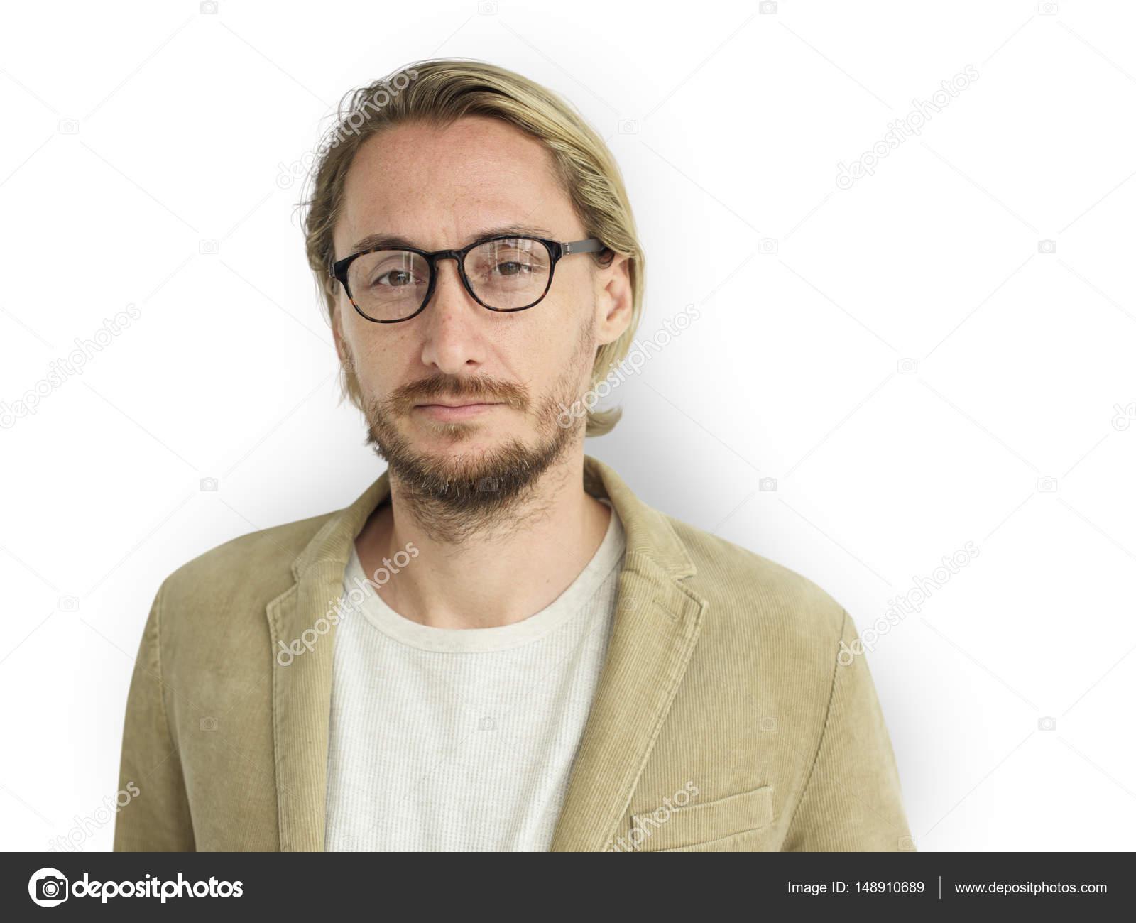 e7a9cf6bef Uomo con la barba che indossa occhiali da vista — Foto Stock ...
