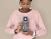 Krásná Afričanka s fotoaparátem