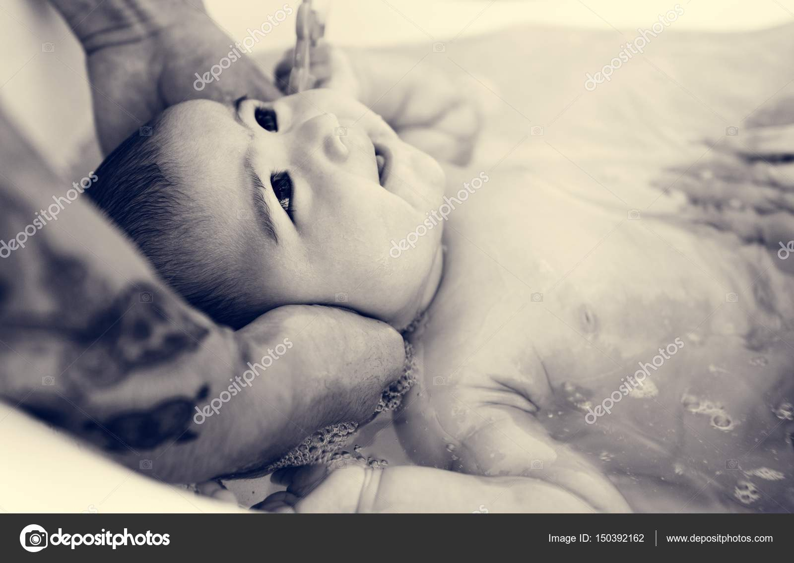 Vader en moeder van kind verzorgen u stockfoto rawpixel