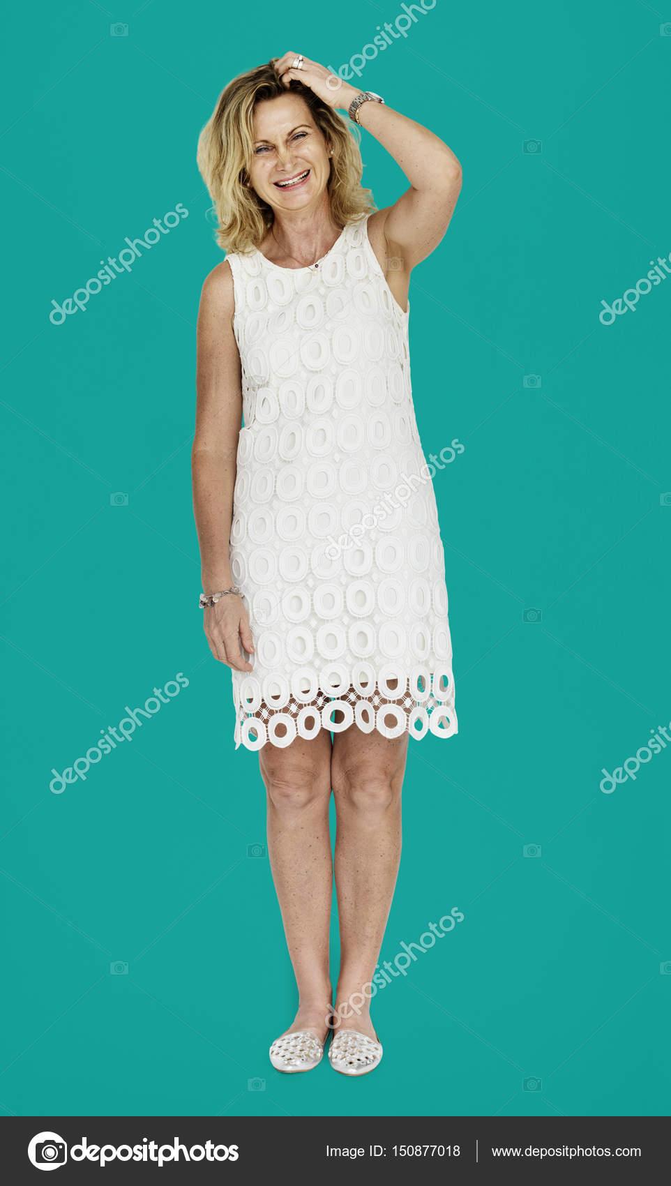 Reife blonde Frau im Kleid — Stockfoto © Rawpixel #150877018