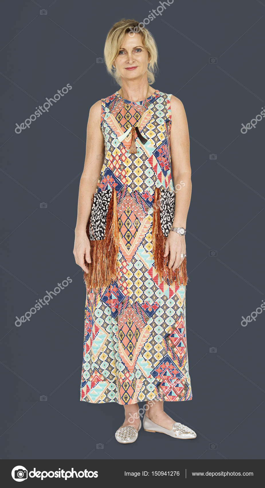 Reife blonde Frau im Kleid — Stockfoto © Rawpixel #150941276