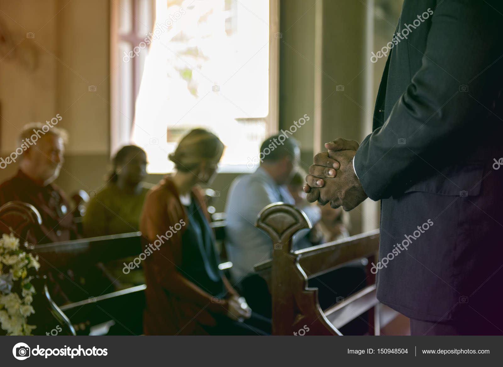 Pessoas Orando Na Igreja Stock Photo Rawpixel 150948504