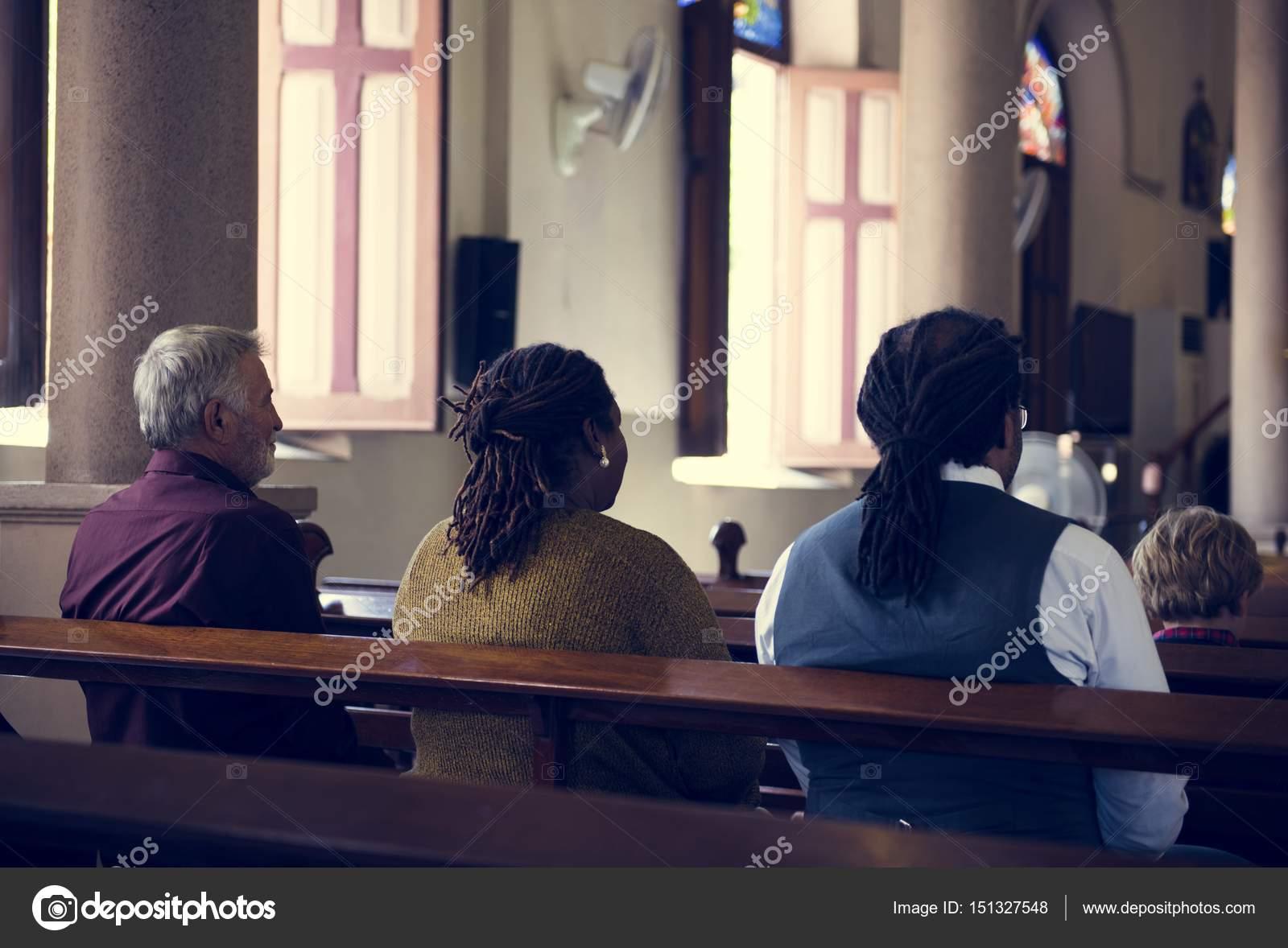 Pessoas Orando Na Igreja Stock Photo Rawpixel 151327548