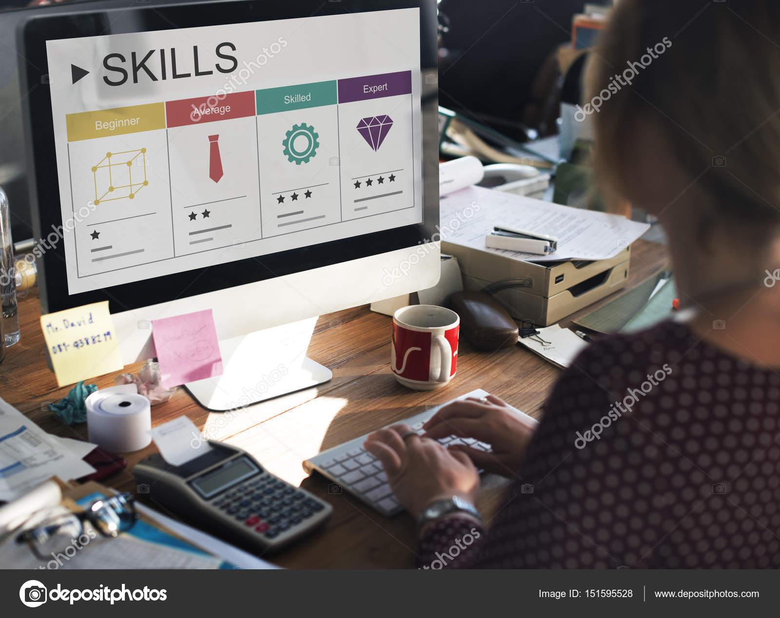 mujer de negocios que trabaja con la computadora — Fotos de Stock ...