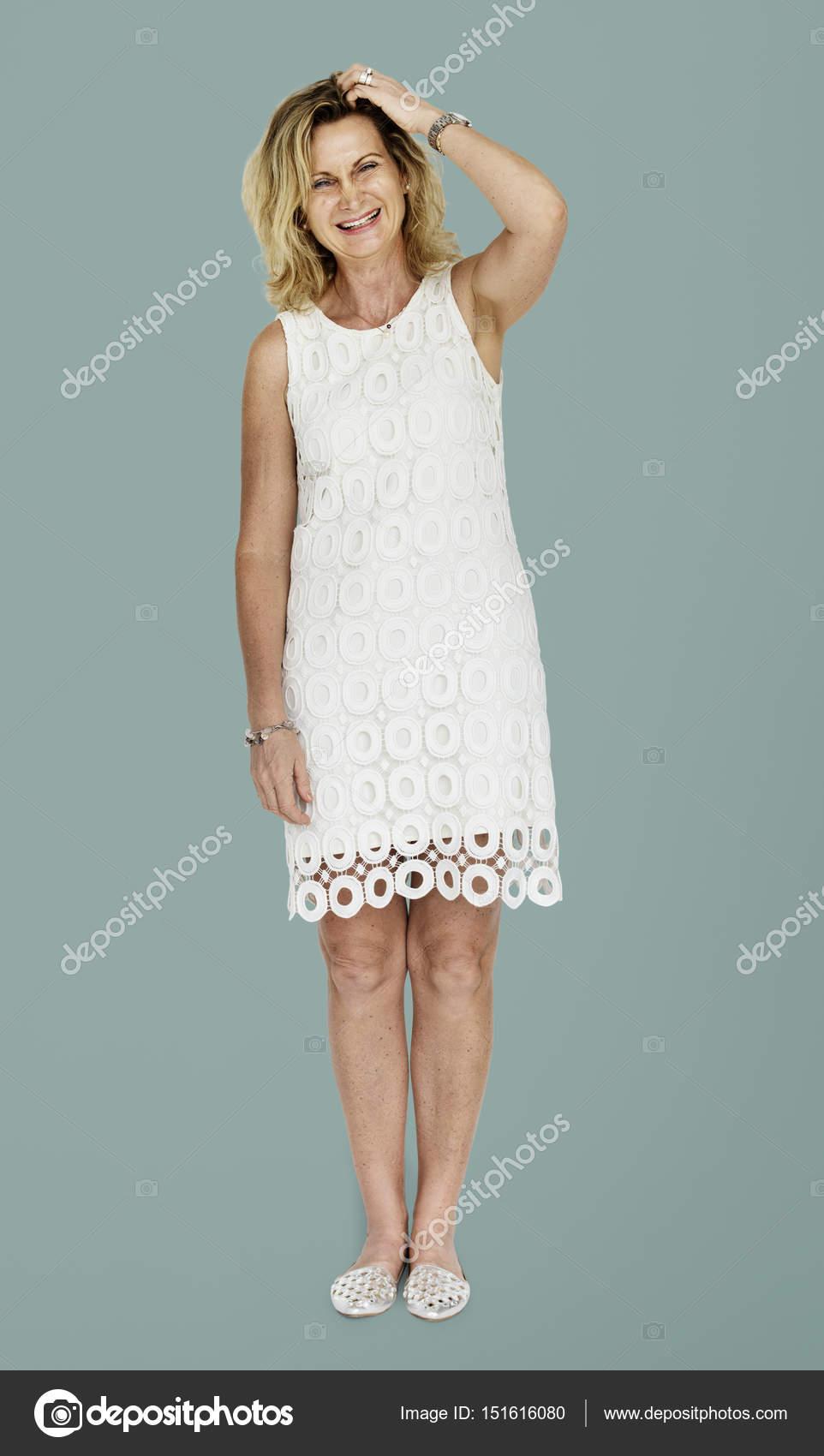 Reife blonde Frau im Kleid — Stockfoto © Rawpixel #151616080