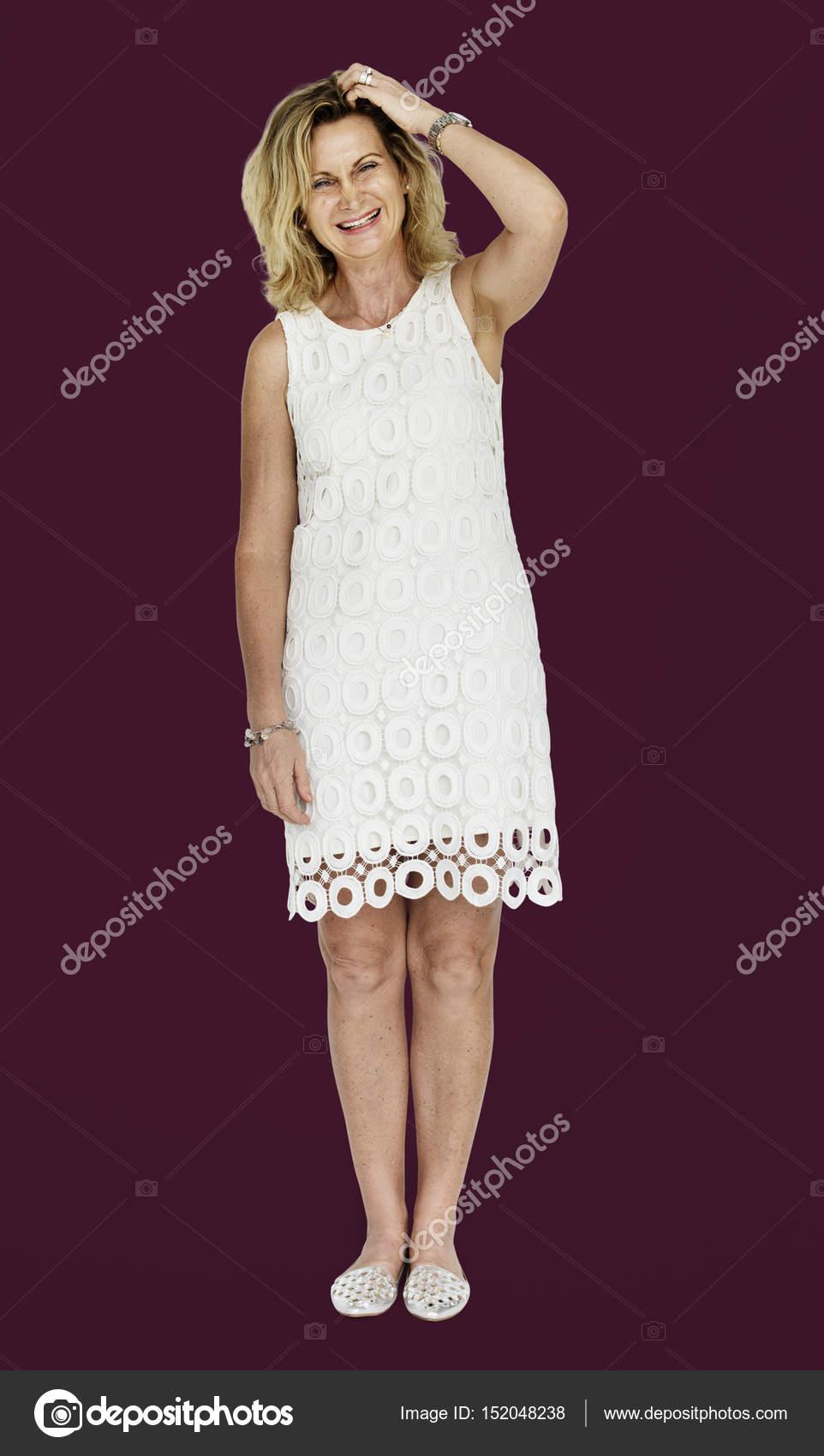 Reife blonde Frau im Kleid — Stockfoto © Rawpixel #152048238