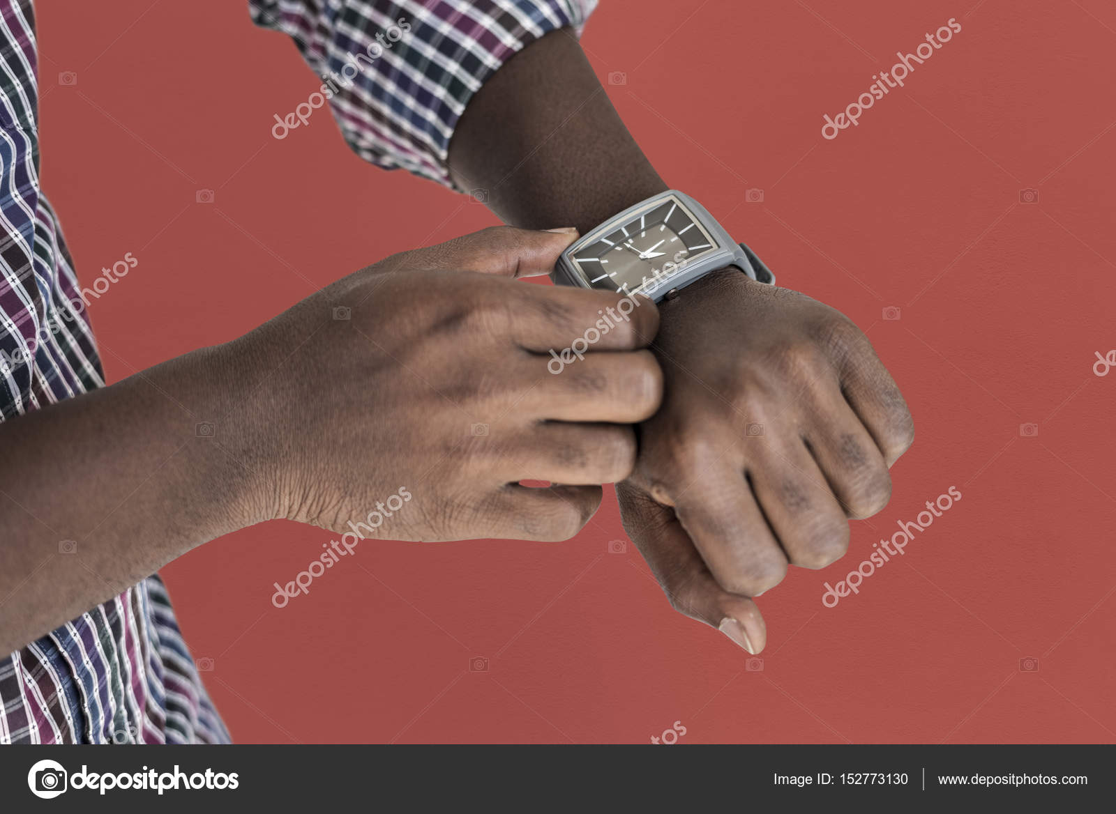 hombre manos ajuste reloj de mano — Foto de stock © Rawpixel