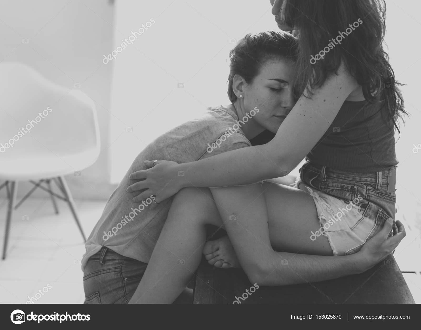 Schwarz-Weiß-Lesben-Paar