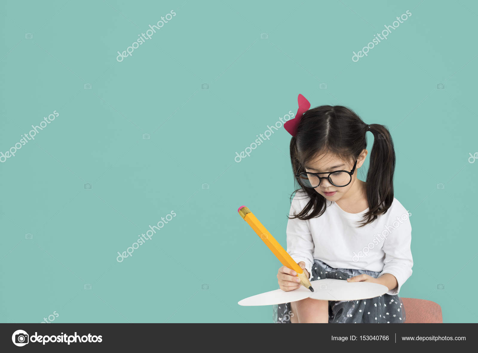 30b17844c9cfc little girl writing — Stock Photo © Rawpixel  153040766