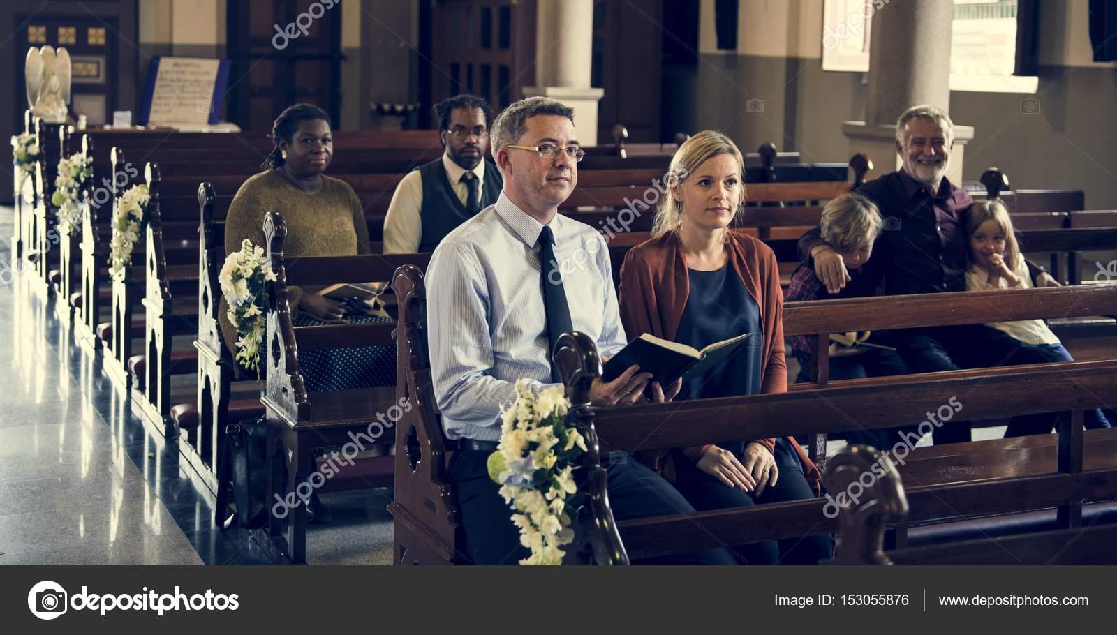 Pessoas Orando Na Igreja Stock Photo Rawpixel 153055876