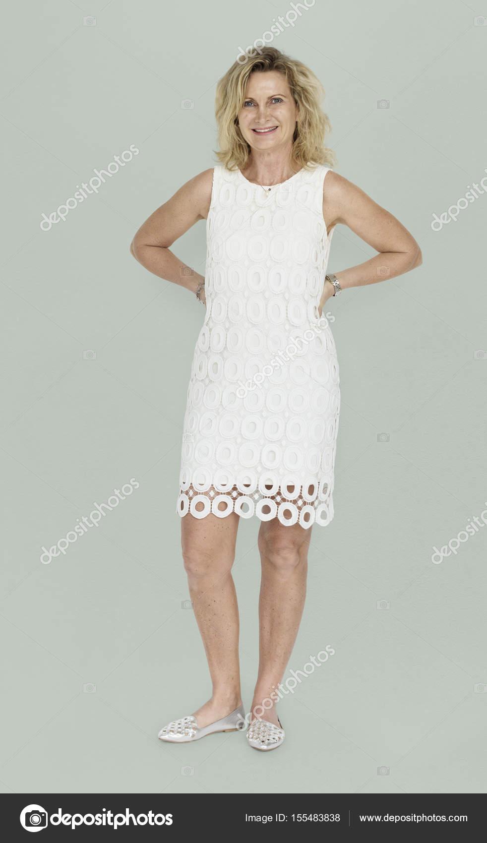 Mujer Madura Rubia En Vestido Foto De Stock Rawpixel
