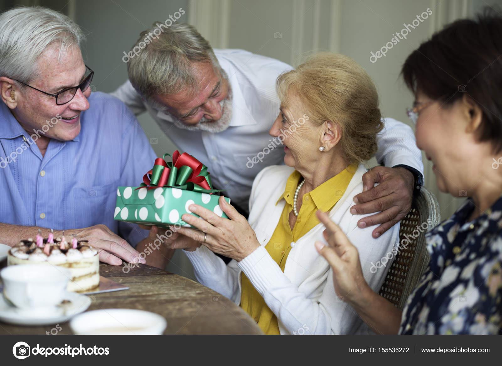 cadeau anniversaire femme senior