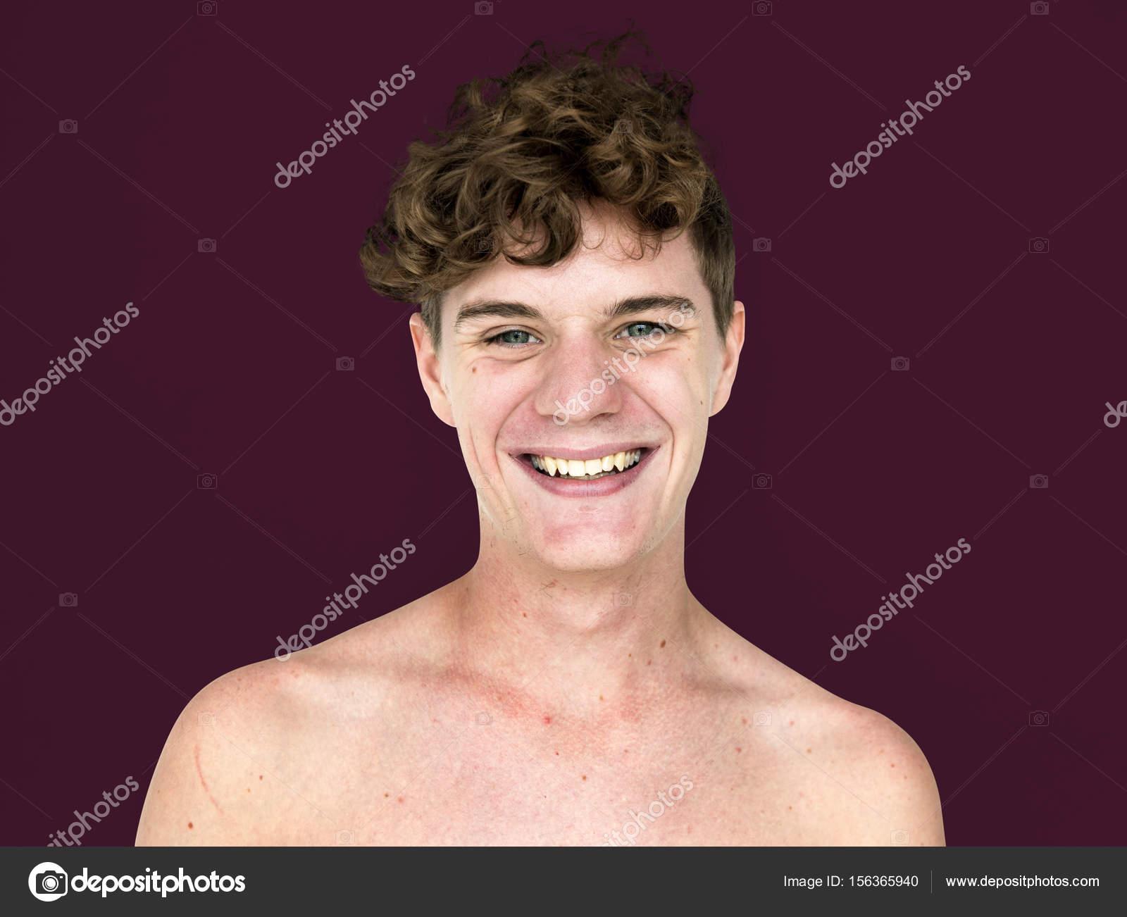 Μαύρος έφηβος γυμνός