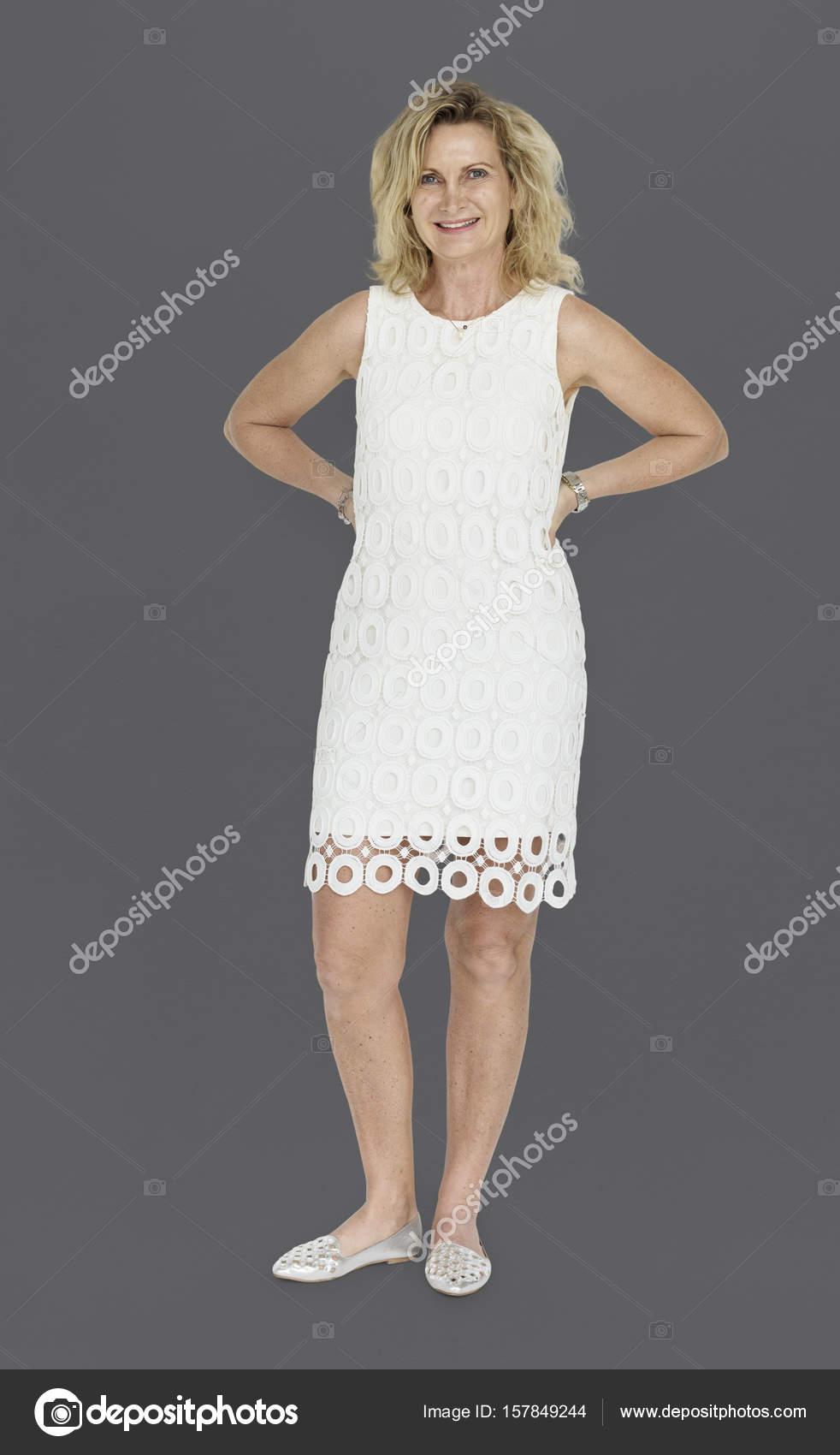 Reife blonde Frau im Kleid — Stockfoto © Rawpixel #157849244