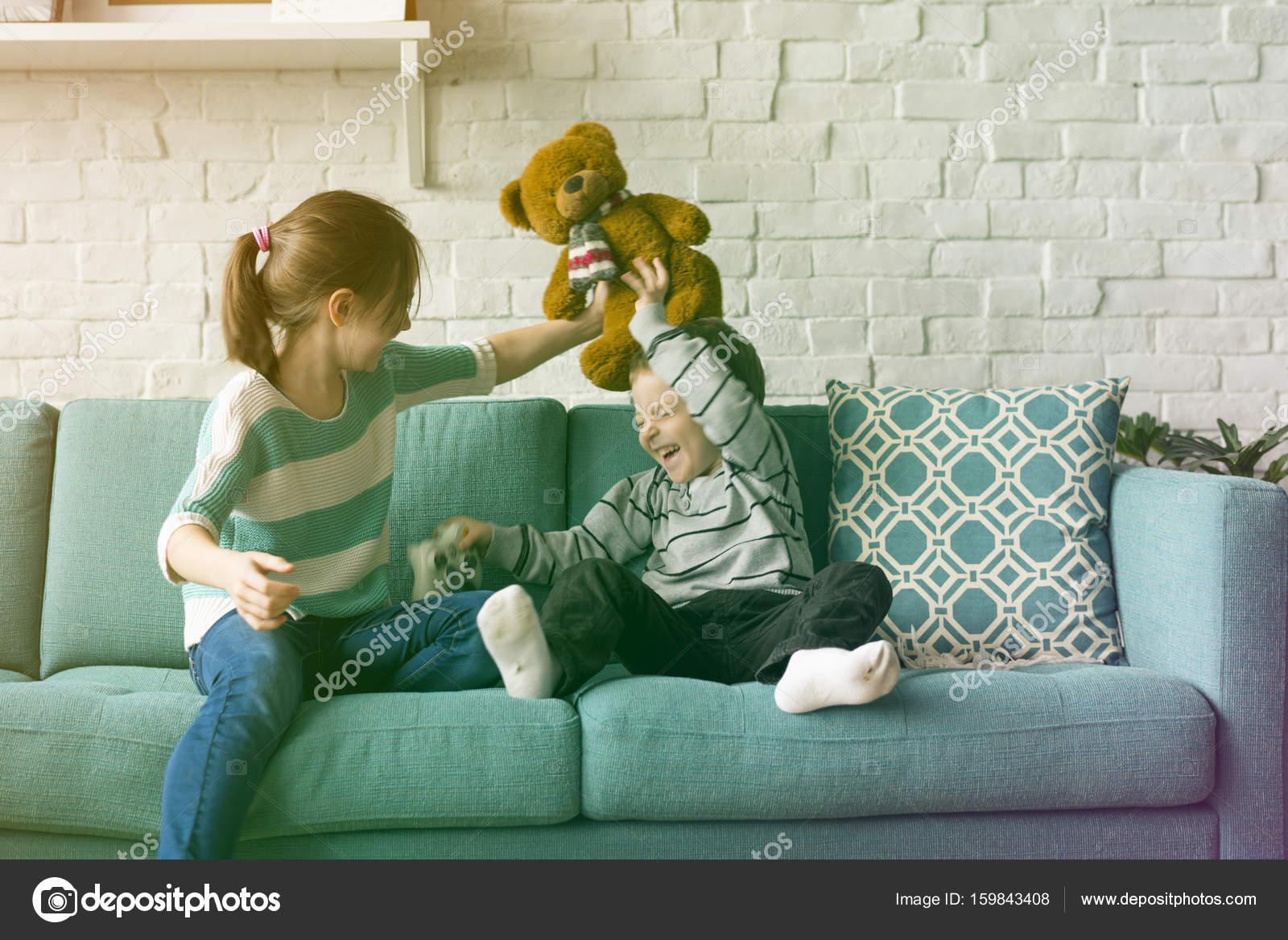 Сестра соблозняет брата, Сестра соблазнила своего брата - смотреть порно 18 фотография