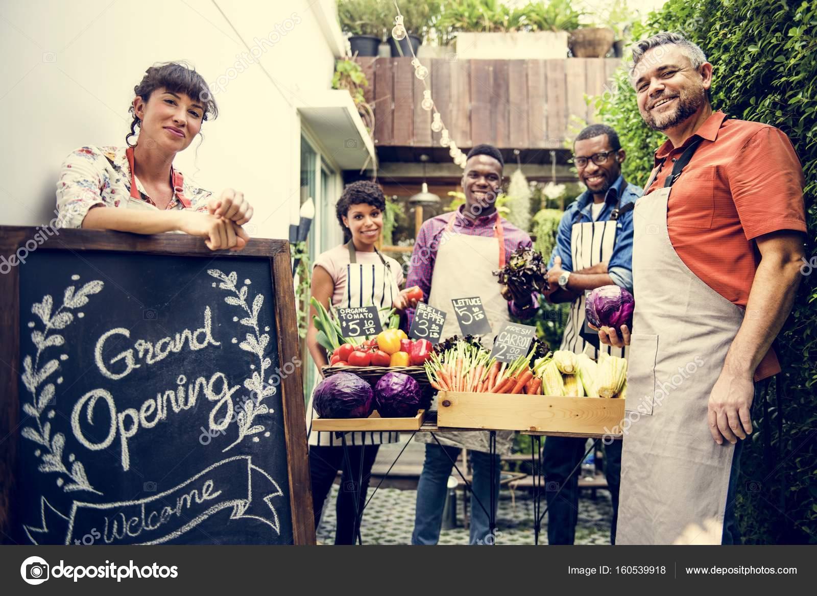 7b7149ef58 Pessoas Perto Anunciam Inauguração Lousa Original Photoset — Fotografia de  Stock