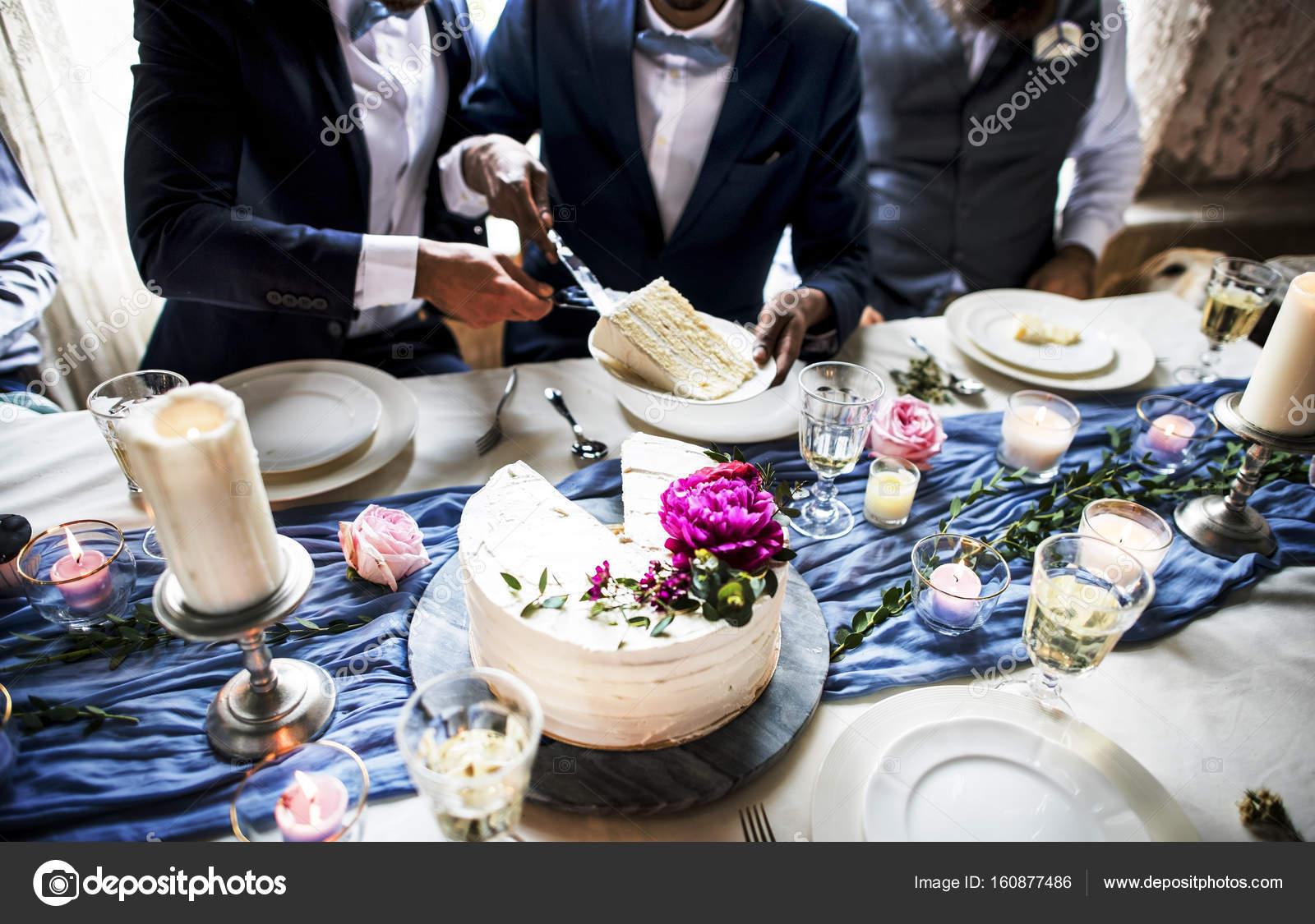 homo taart homo paar krijgen taart — Stockfoto © Rawpixel #160877486 homo taart