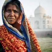 Domorodé indiánka a Taj Mahal v pozadí, originální sada fotek