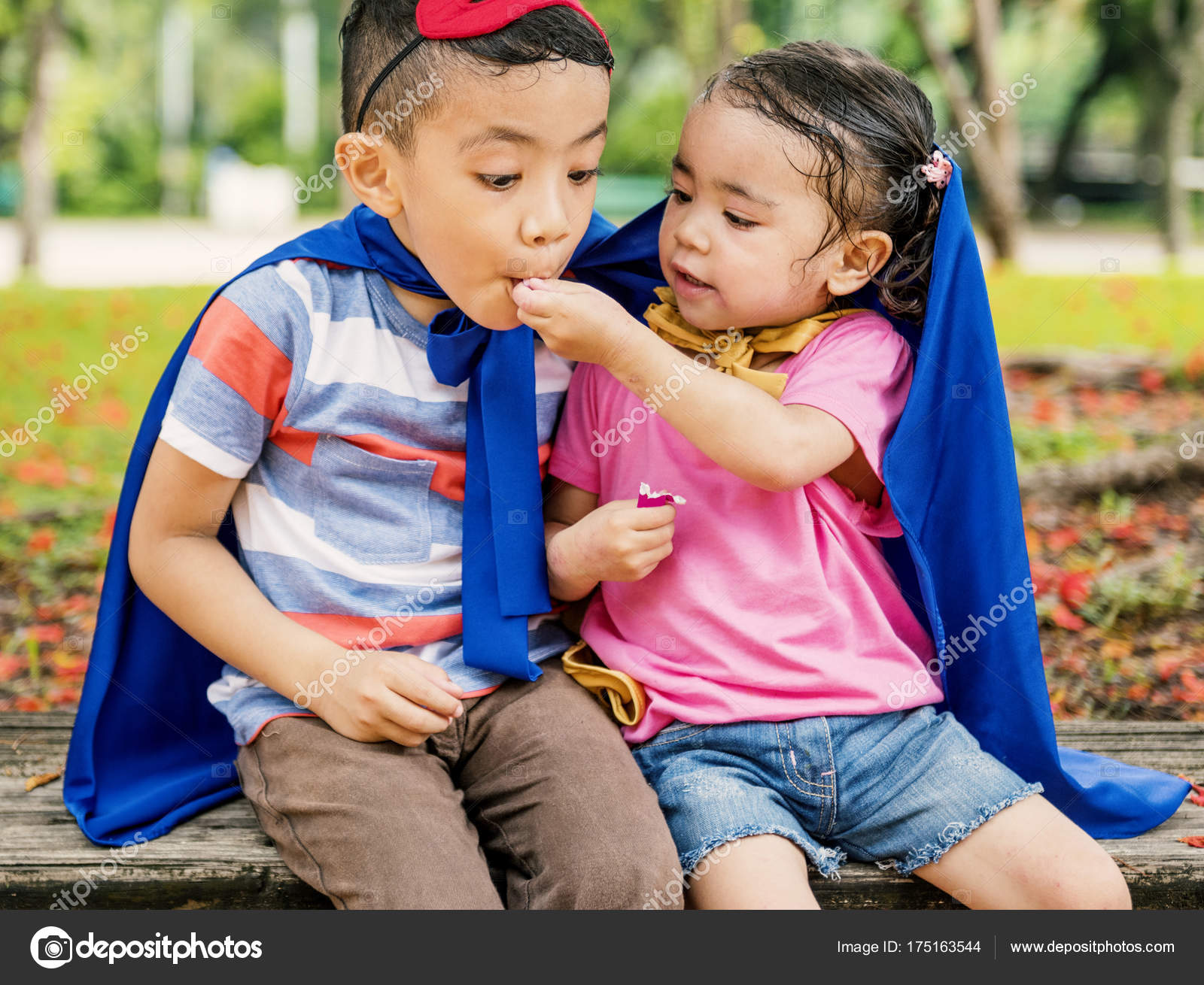 9a7c4a6c453e6 Cute Brother Sister Eating Gum Original Photoset — Stock Photo ...