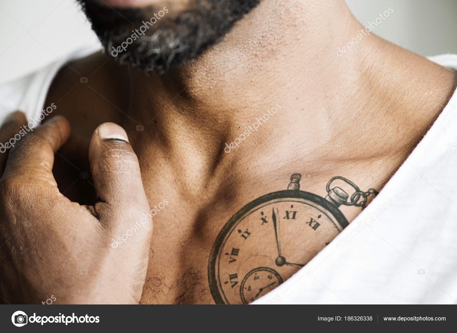Zbliżenie Tatuaż Klatce Piersiowej Człowieka Zdjęcie