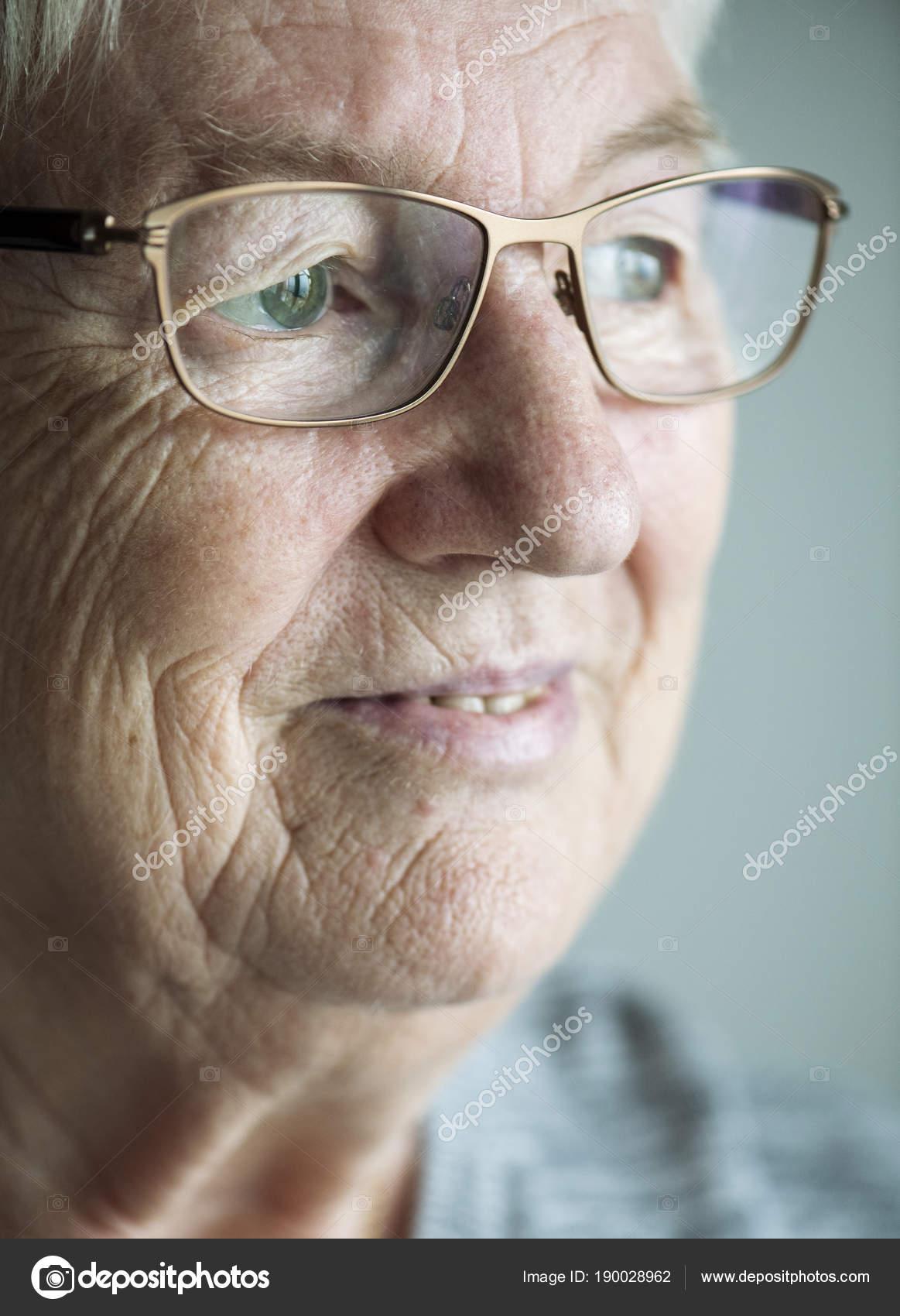 fb6a321b7b Fehér Idős Asszony Portréja — Stock Fotó © Rawpixel #190028962