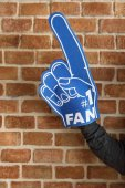 Fotografie Mann mit Sport Nummer 1 Fan Handschuh