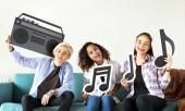 Photo Group of people enjoying music icons