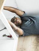 Photo Plumber man fixing kitchen sink