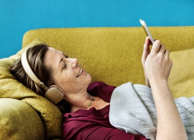 Woman listening to music on the sofa