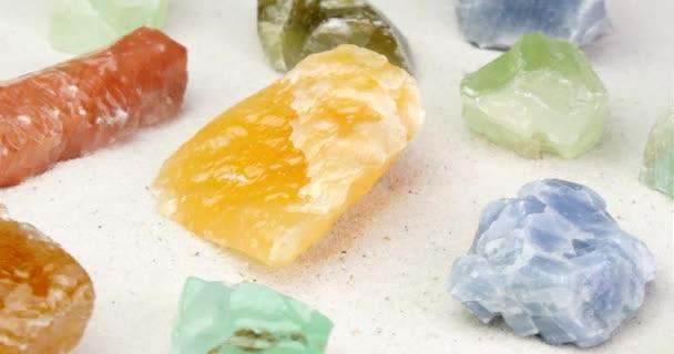 Více barev vápenec otočení na bílý písek