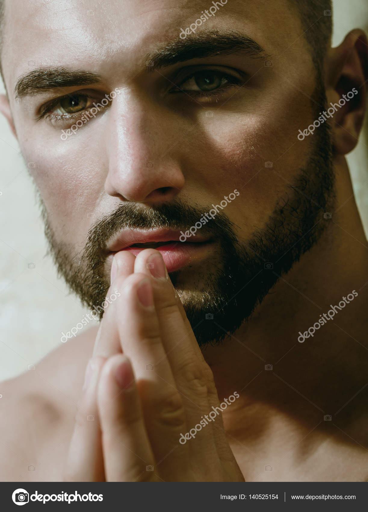 Dua Ve Kameraya Bakarak Seksi Adam Yakışıklı Portresi Erkeksi Bir