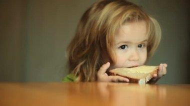 tereyağı ve ekmek çocuk ile ilgili görsel sonucu