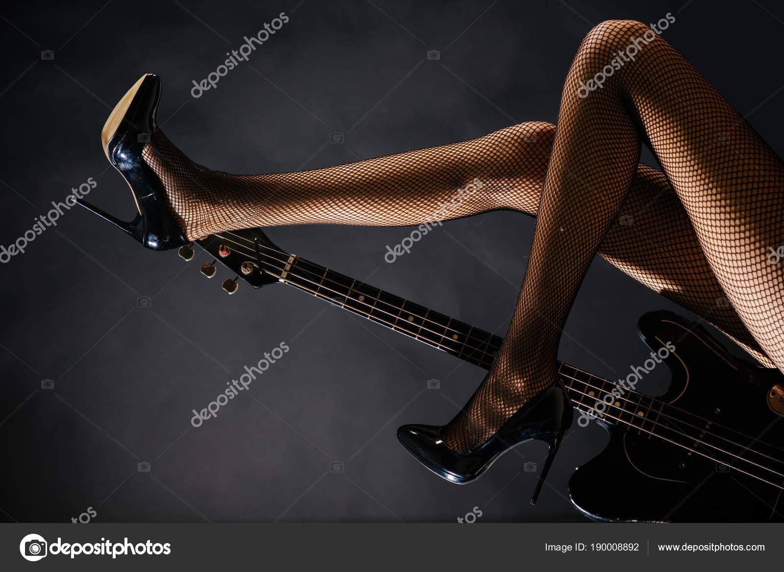 Gitara I Stopy Kobiece Nogi Ciało Zmysłowe Piękne Wiersze