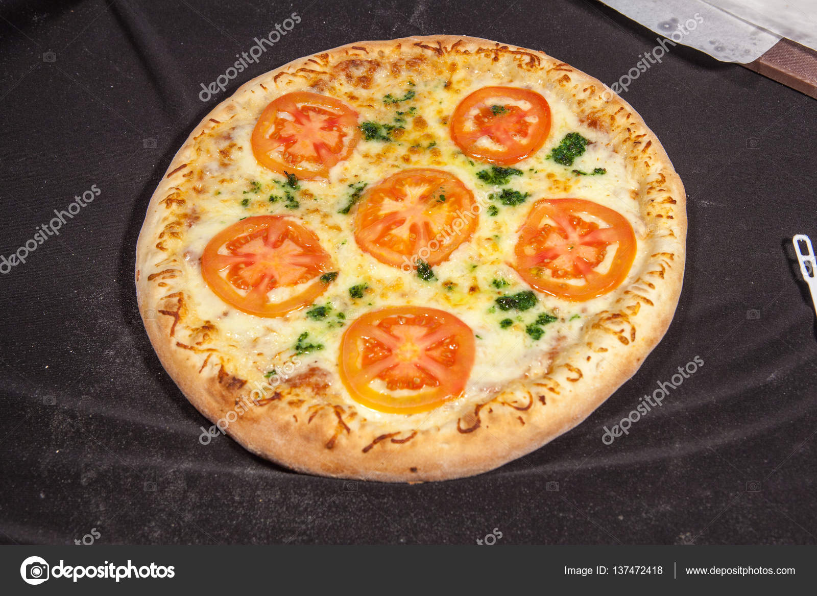 Pizza, italienische Küche, pizzeria — Stockfoto © Yauhen04 #137472418