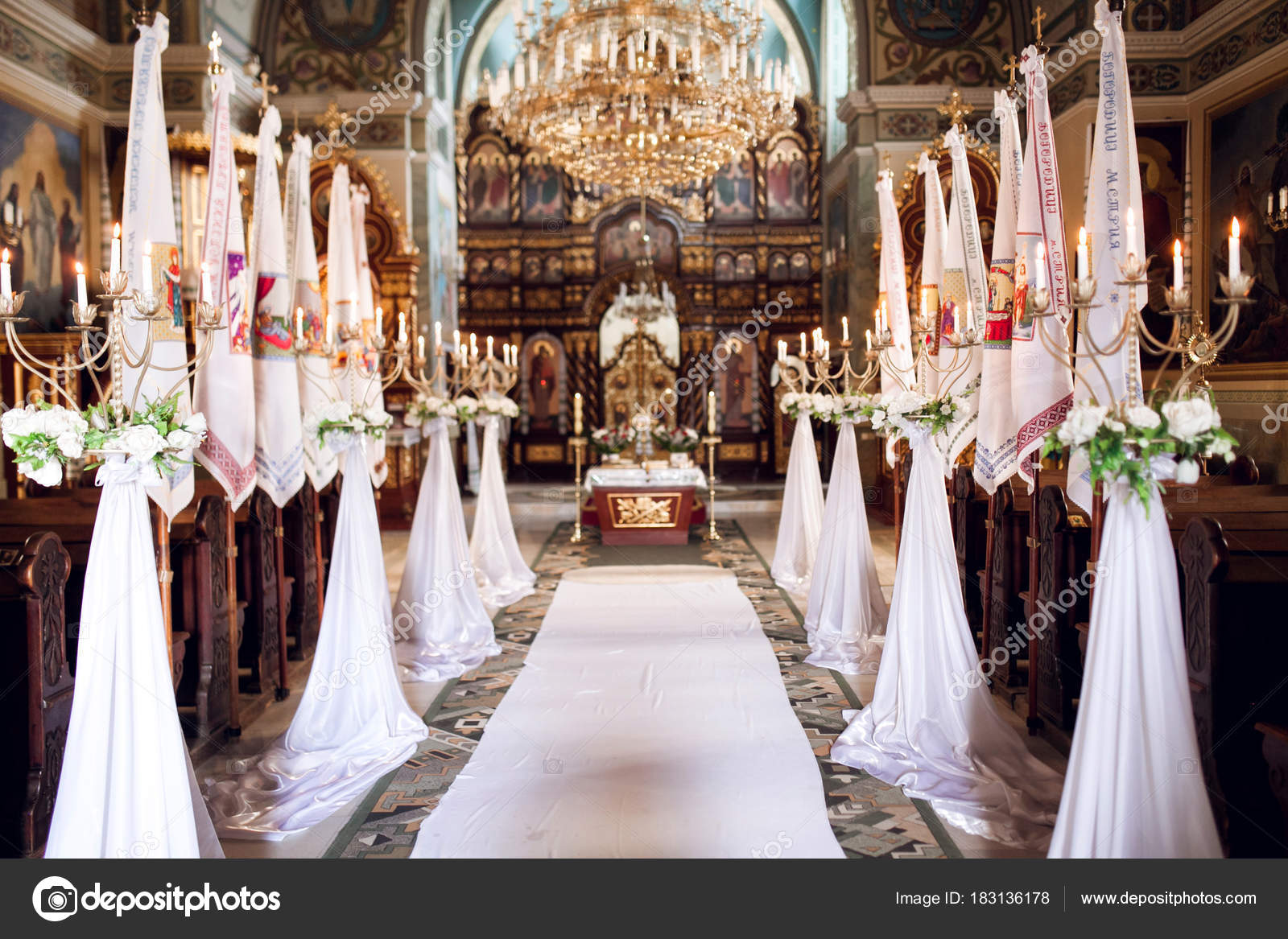 Innenraum Der Kirche Mit Dekoration Fur Hochzeit Mit Teelichtern