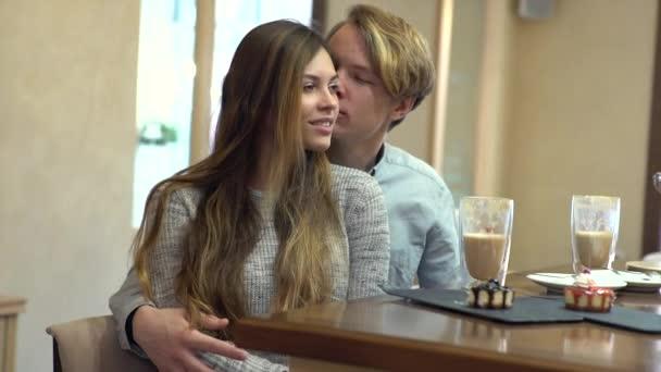 video-studencheskoy-pari-seks-s-santehnikom-na-dom