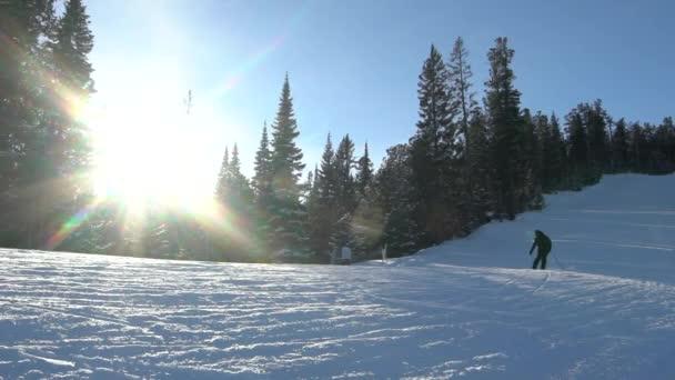 Skihang am sonnigen Wintertag