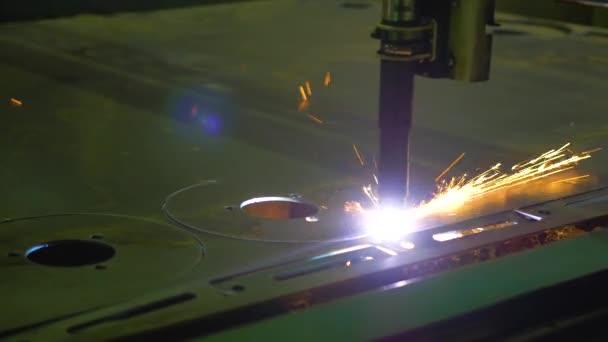 Taglio laser lavorazione tecnologia di fabbricazione del materiale di piatto in lamiera dacciaio con scintille