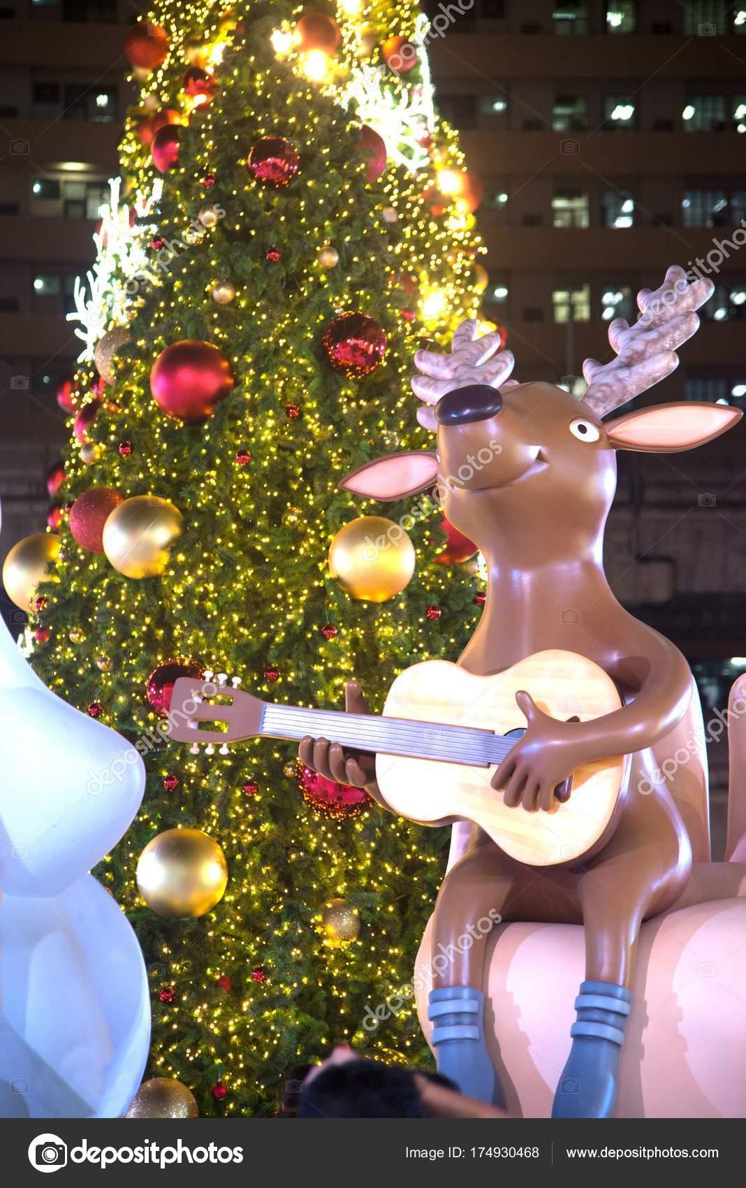 4d9844201c5 Arboles de navidad decorados con luces de colores