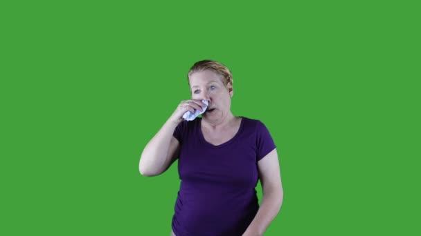 Žena s vodnaté oči a tekoucí z nosu, jaro, zelená obrazovka