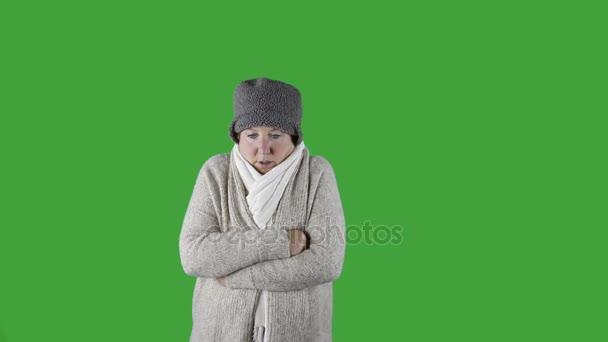 Žena kýchání do tkáně, zima, zelená obrazovka
