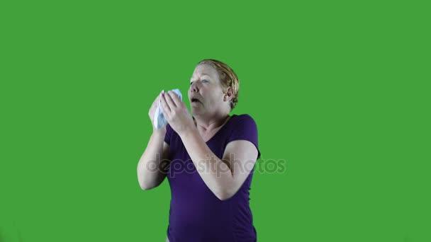 Žena foukání nosem, jaro, zelená obrazovka