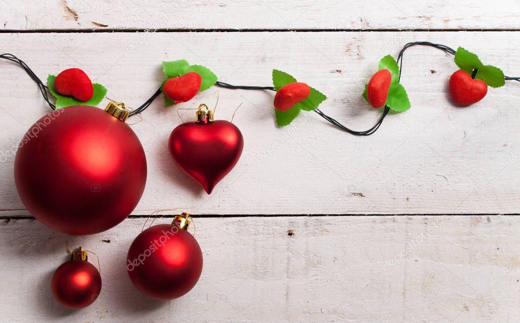 Feliz Navidad marco con madera pino verde, colorido adorno — Foto de ...