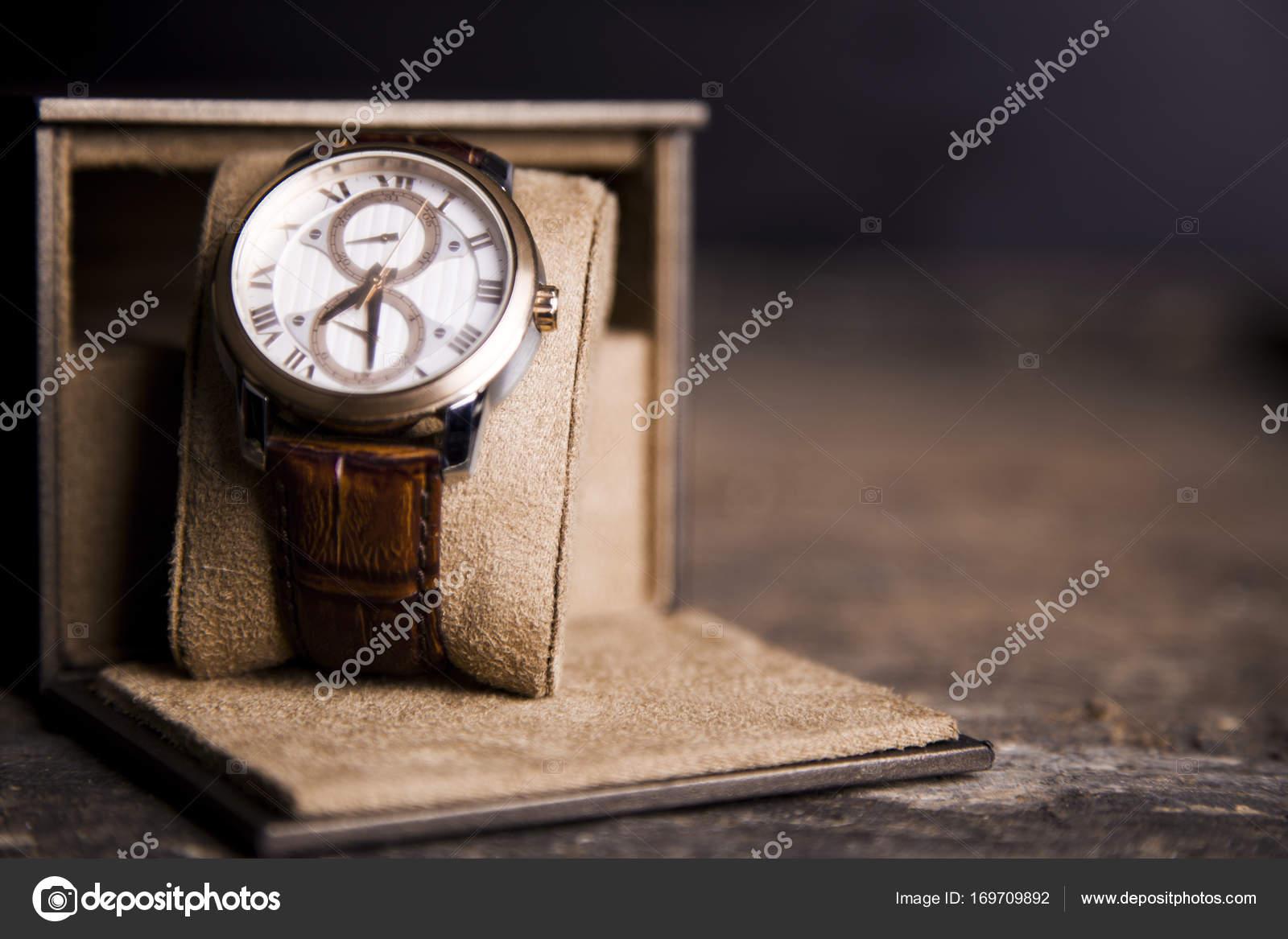 Ρολόι καφέ δερμάτινο 73a3e3b2290