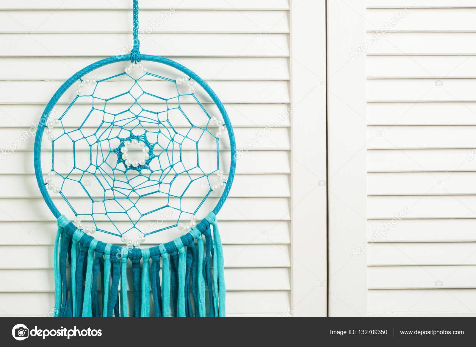 Traumfänger mit blau türkis threads — Stockfoto © irinabort #132709350